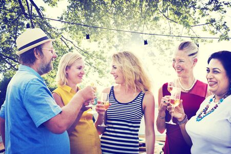 zweisamkeit: Diverse Leute Party Zusammenhalt Freundschaft Konzept Lizenzfreie Bilder