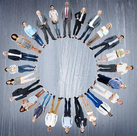 zweisamkeit: Multiethnischen Menschen Einheitlichkeit Gemeinschaft Zusammenhalt Konzept
