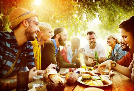다양한 마당 여름 친구 재미 결합 개념
