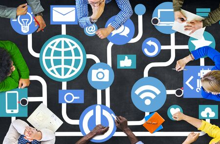 オンラインのコンセプトを満たすグローバル ・ コミュニケーション社会ネットワー キング人