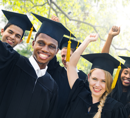 graduacion escolar: Graduación de Estudiantes de la Universidad de Inicio Grado Concepto Foto de archivo