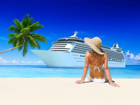sol radiante: Mujer Verano Playa Sol Concepto de vacaciones Foto de archivo