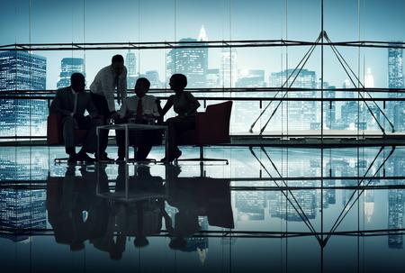 empleado de oficina: Silueta de grupo de hombres de negocios Reuni�n