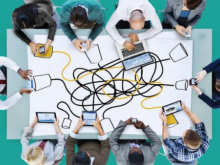bocetos de personas: Comunicar Comunicaci�n Conexi�n de Telecomunicaciones Llamando Concepto