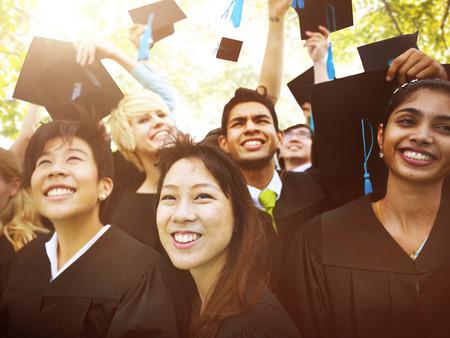 Graduación de Estudiantes de la Universidad de Inicio Grado Concepto Foto de archivo - 44638929
