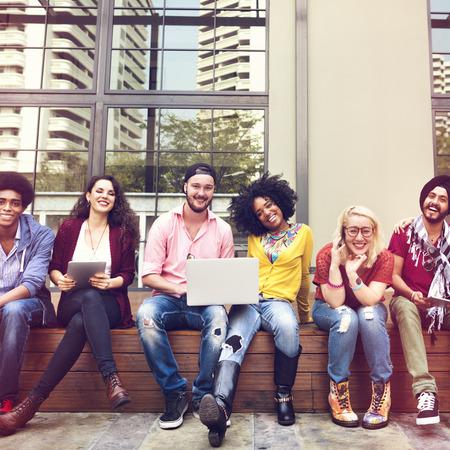 Teenager junges Team zusammen Fröhliche Konzept