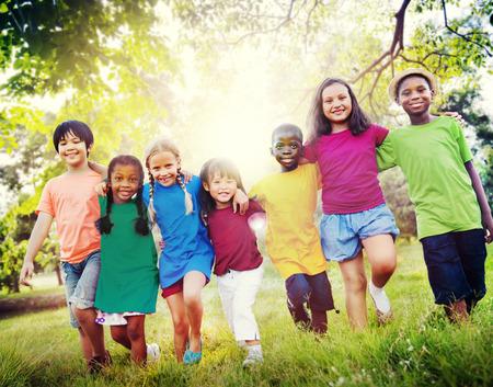 Los niños Amistad Unión Felicidad Sonreír Foto de archivo