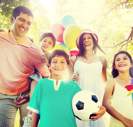 Familien-Glück Eltern Ferien Urlaub Aktivität Konzept Standard-Bild