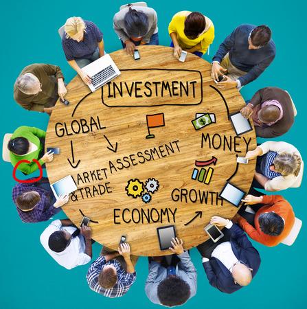 economía: Evaluaci�n Dinero Inversi�n Econom�a Mercado Concepto Comercio Foto de archivo