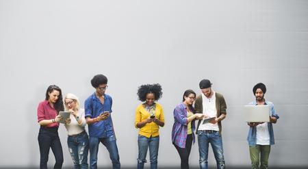 personas dialogando: Hablar Lluvia Comunicación Amigos Concepto