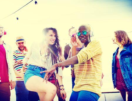gente bailando: Teenagers Friends Beach Party Happiness Concept Foto de archivo