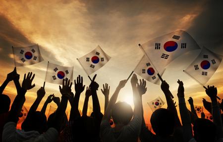 韓国の旗を持っている人のシルエット 写真素材