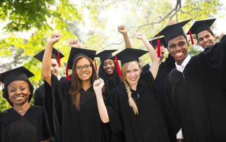 diversidad: Diversidad Los estudiantes de graduación Celebración Éxito Concepto
