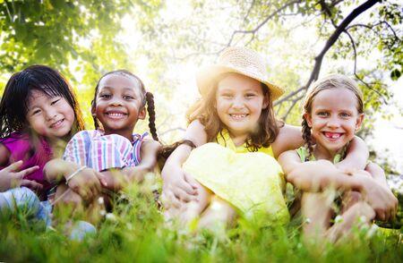 f�minit�: Girlfriends F�minit� Amiti� Proximit� Concept Sourire