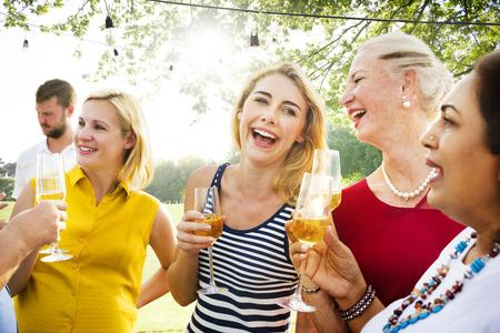 amicizia: Diverse People Party Insieme Amicizia Concetto
