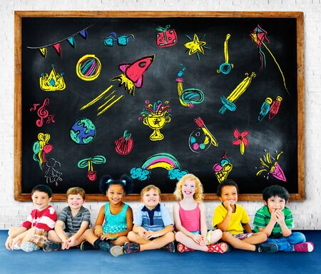 infancia: Niños Niñez Ocio Educación Concept