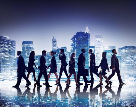 mujer trabajadora: Hombres de negocios de colaboraci�n en equipo Trabajo en equipo Concepto Profesional