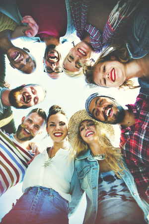 circulo de personas: Amigos Huddle Únete a la celebración de días Concept Group