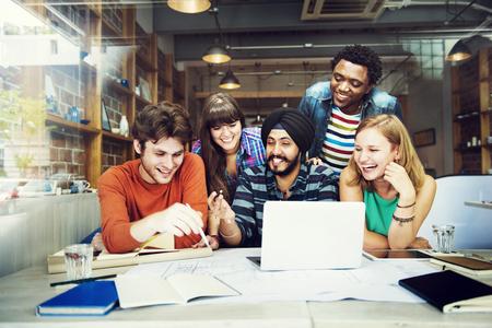 hombres trabajando: Diseñador Trabajo en equipo Lluvia Planificación Concepto Interior