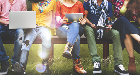 tecnologia: Giovani Amici Amicizia Tecnologia Concetto Insieme