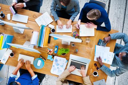 administracion de empresas: Corporativa Oficina de Trabajo Hombres De Negocios HOMBRES Team Concept Foto de archivo