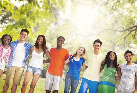 diversidad: Diversidad Amigos Amistad Trabajo en equipo Concepto Huddle