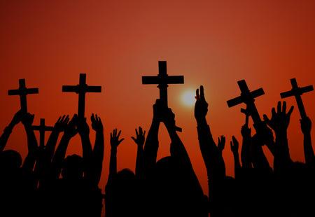 orando manos: Determinaci�n Catolicismo Cruz Espiritualmente Crucifijo Concepto Foto de archivo