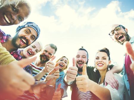 juntos: Amigos Amizade Como os polegares para cima Uni