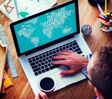 통신: 고객 만족도 신뢰성 서비스 품질의 개념 스톡 콘텐츠