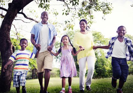afroamericana: Familia africana de vacaciones Felicidad Holiday Actividad Concept