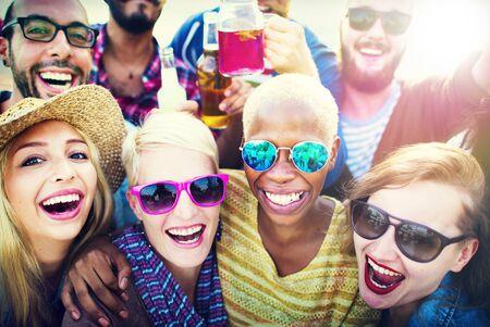 amicizia: Beach Party Insieme Amicizia Felicità Estate Concetto