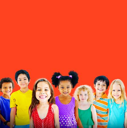 amistad: Diversidad Niños Amistad Inocencia Concepto Sonreír