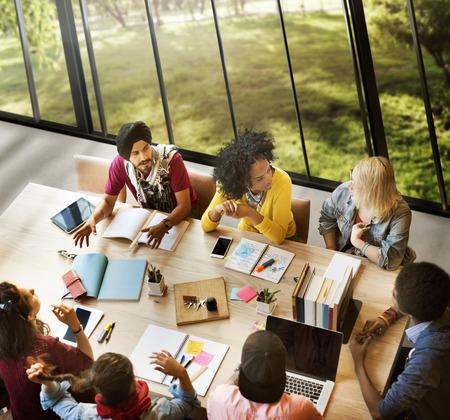diversidad: Diversos Gente Grupo de Trabajo junto Concepto