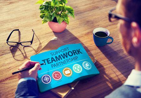 colaboracion: Soporte Trabajo en equipo Asociaci�n Grupo de Colaboraci�n Concepto Foto de archivo