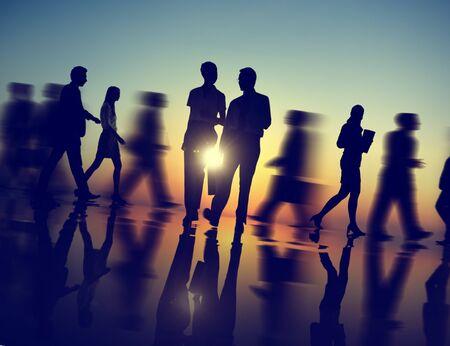 empleado de oficina: La gente de negocios que recorre Silueta Concepto