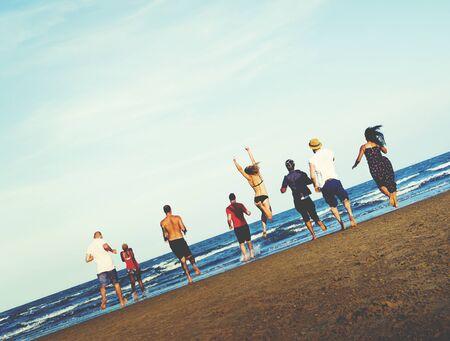 juventud: Amigos Libertad verano vacaciones en la playa Concepto