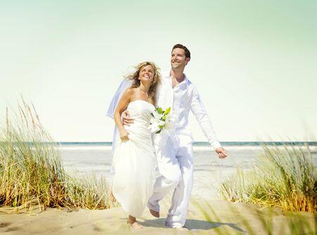 c�r�monie mariage: Couple Romance Love Beach Mariage Concept Banque d'images