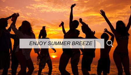 Genießen Sie Strand-Sommer-Glück suche Box-Konzept Standard-Bild - 46140089