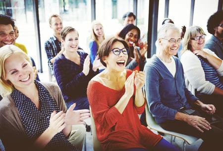 다양한 비즈니스 사람들이 회의 세미나 개념 스톡 콘텐츠