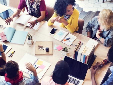 коммуникация: Различные группы людей, работающих вместе Концепцию