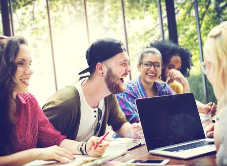 Diversiteit Vrienden brainstormen Teamwork vergadering Concept