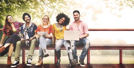 diversidad: Tecnología Juvenil Amigos Amistad Juntos Concepto Foto de archivo