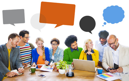 mujeres trabajando: Diversidad Discusi�n Lluvia burbuja del discurso Concepto