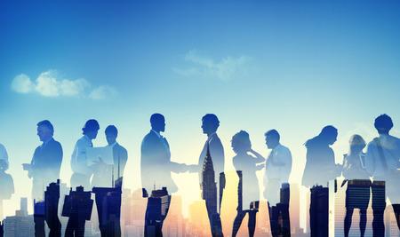 apreton de manos: Contraluz hombres de negocios Discusión Comunicación Saludo del apretón de manos concepto