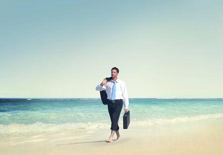 hombre de negocios: El hombre de negocios Relajación Viajes Vacaciones en la playa Concepto