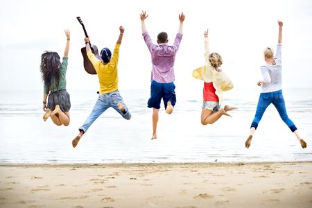 friendship: Diversité Amis Summer Beach Location de vacances Concept Banque d'images