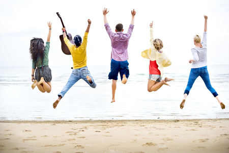 resor: Mångfald Friends sommar strand semester semester Concept