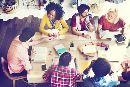 personas trabajando en oficina: Diversos Gente Grupo de Trabajo junto Concepto