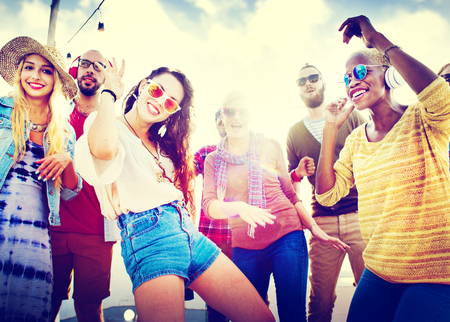 tanzen: Freundschaft Tanzen Bonding Strand Happiness Joyful Konzept