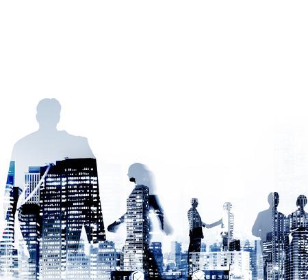 edificios: Silueta hombres de negocios Discusi�n De trayecto Concepto Foto de archivo